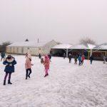 Batailles de boules de neige en CE1-CE2